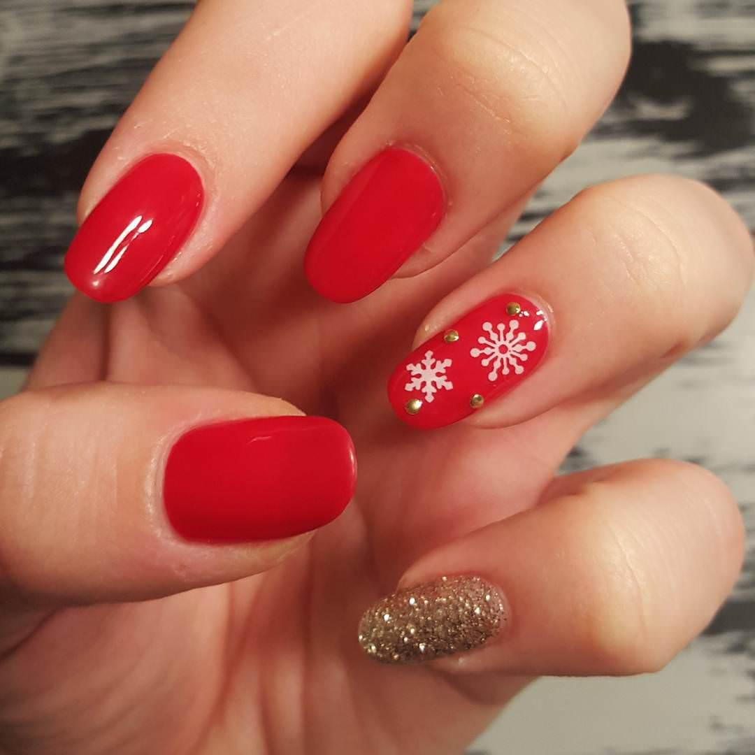 small flower design nail art