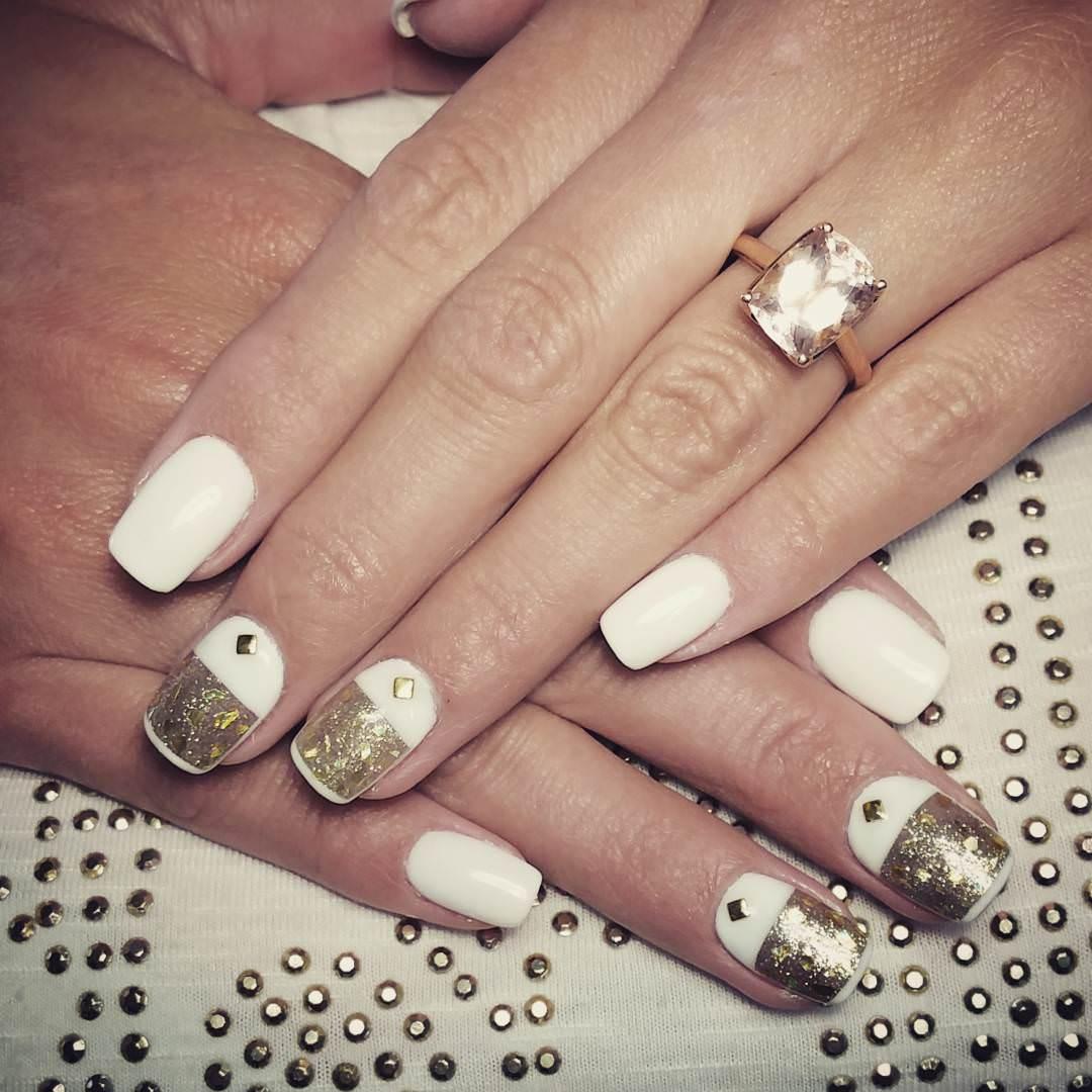 Gold Glitter Nail Art.