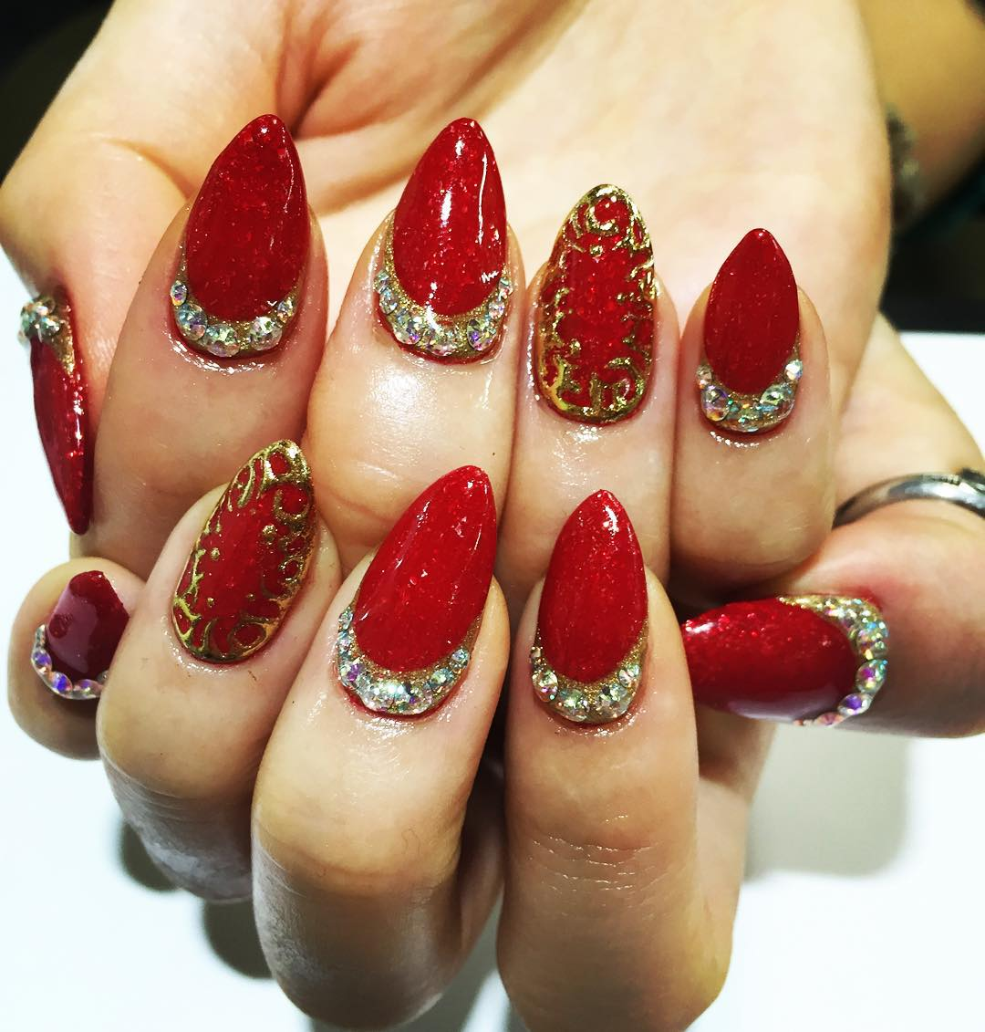 golden designed nail design for parties