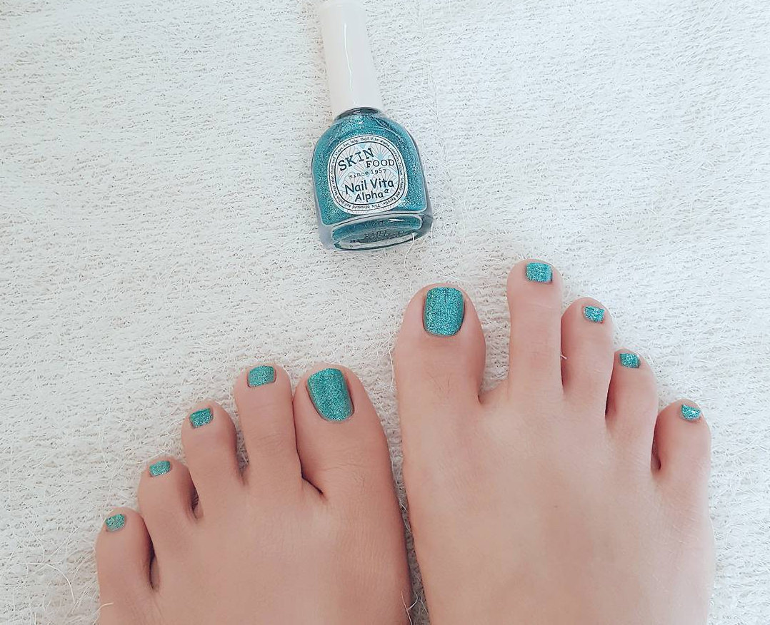 glitter blue toe nail designs