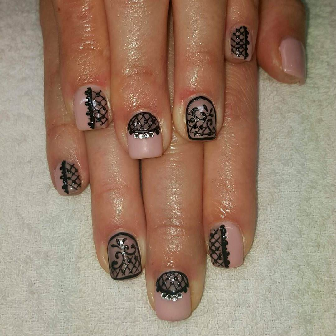 black lace short nail design