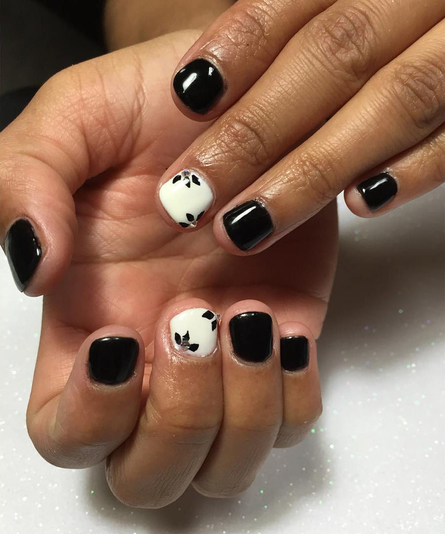 cute small acrylic nails