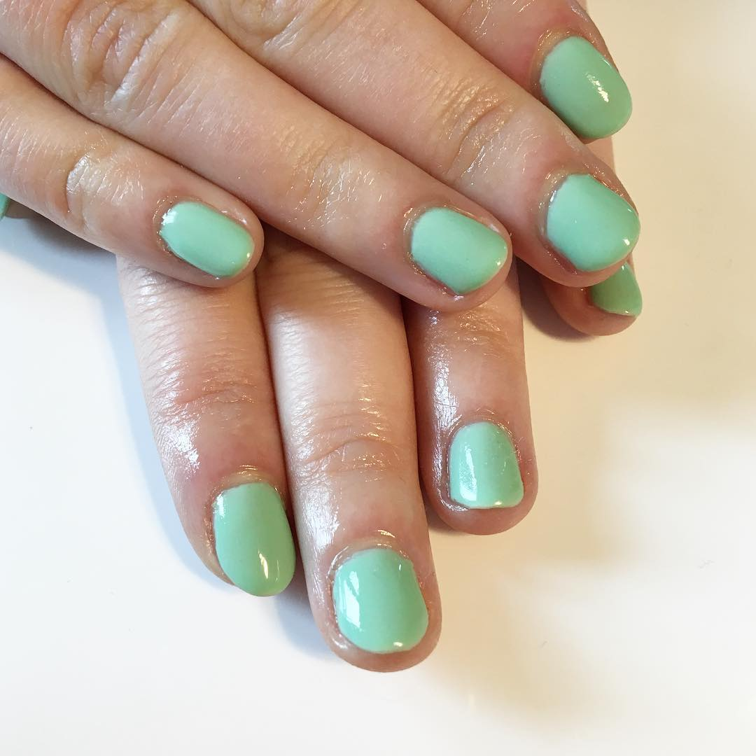 green simple shellac nails