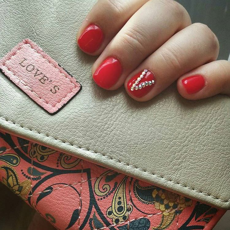 red autumn acrylic nail