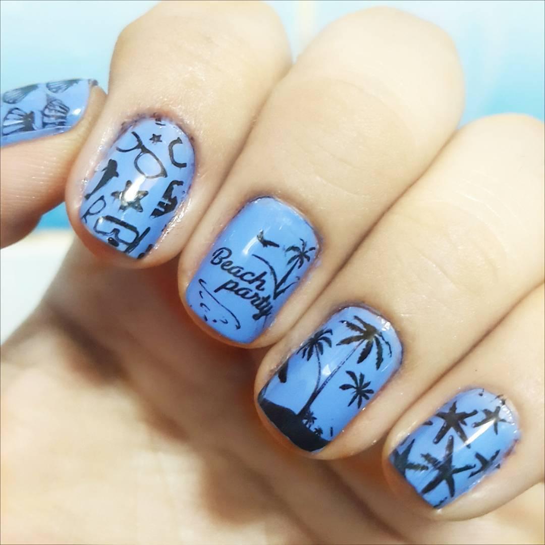 pretty beach nail design