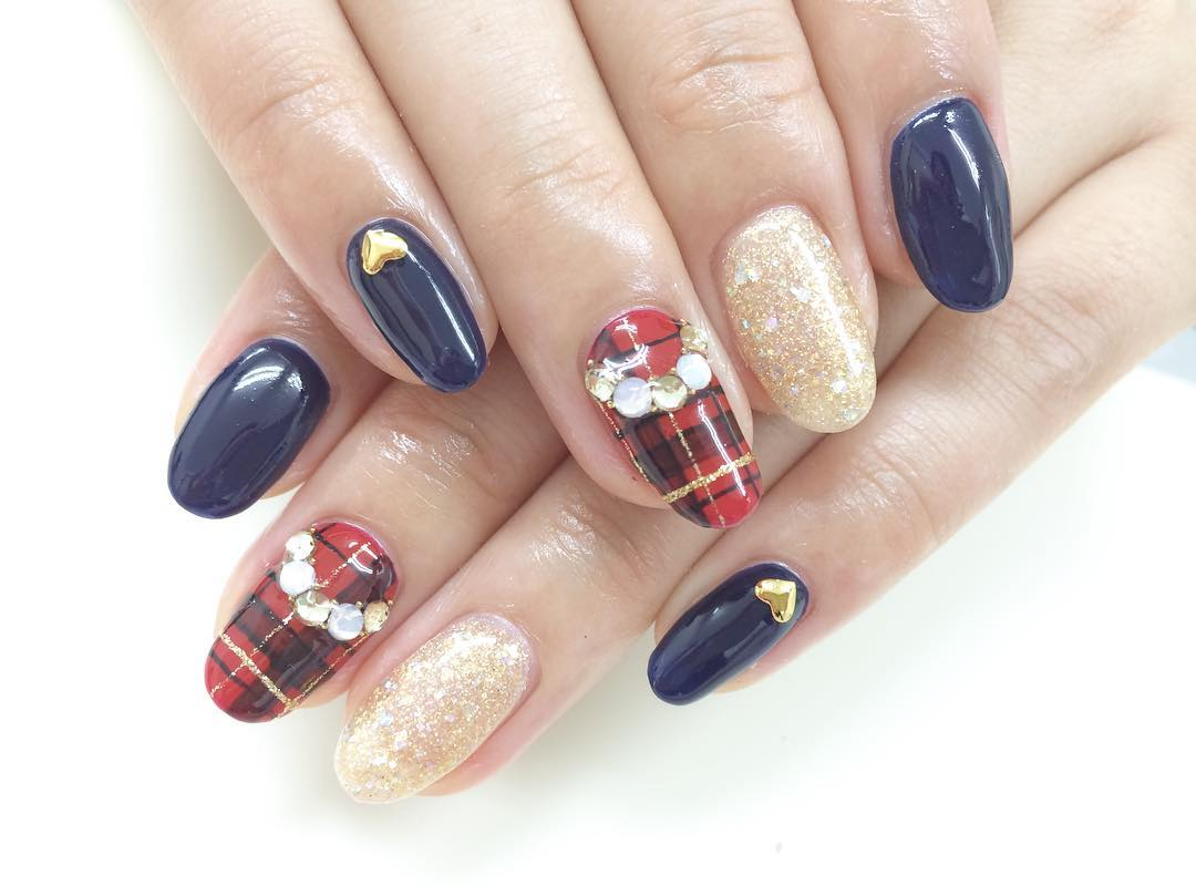 simple winter acrylic nail art
