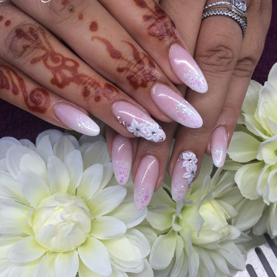 women loves flower acrylic nail design