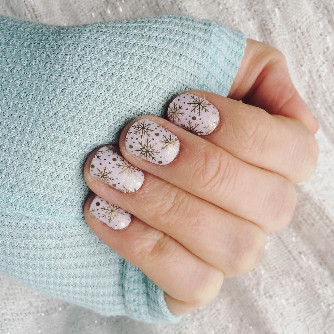 snow flake winter nail pattern