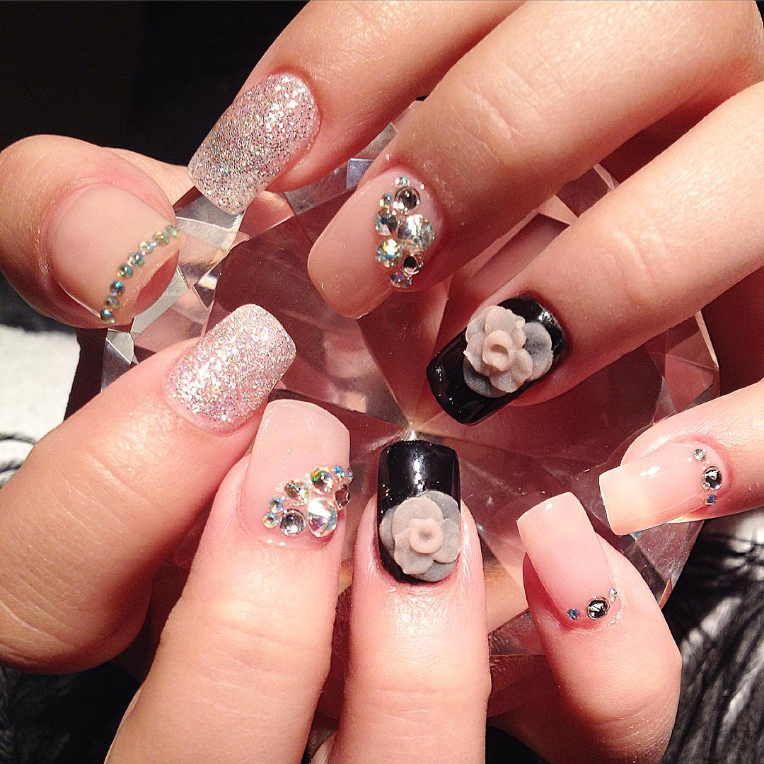 Rose Design Nail Art Trend