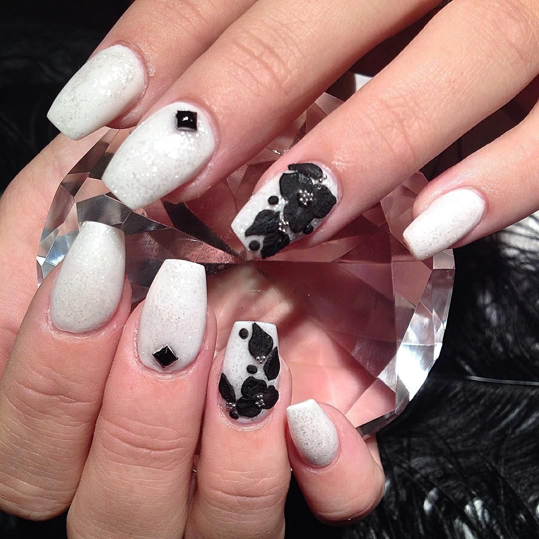 Black Flower Design Nail Art Looks So Cute