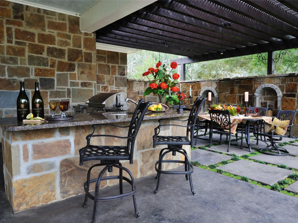 Stone Accent Outdoor Kitchen And Bar Idea