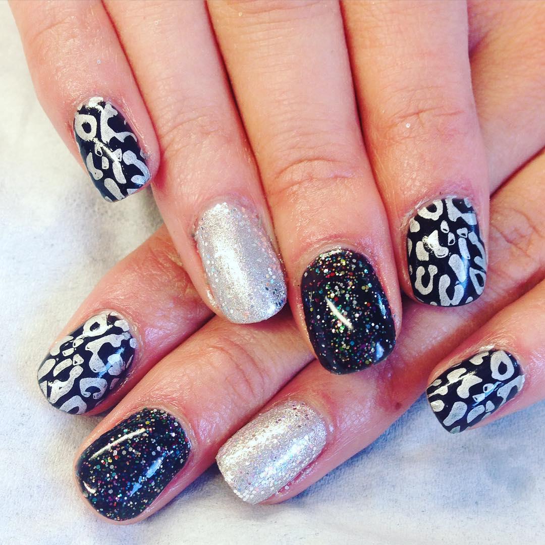 almond nail art for medium nails