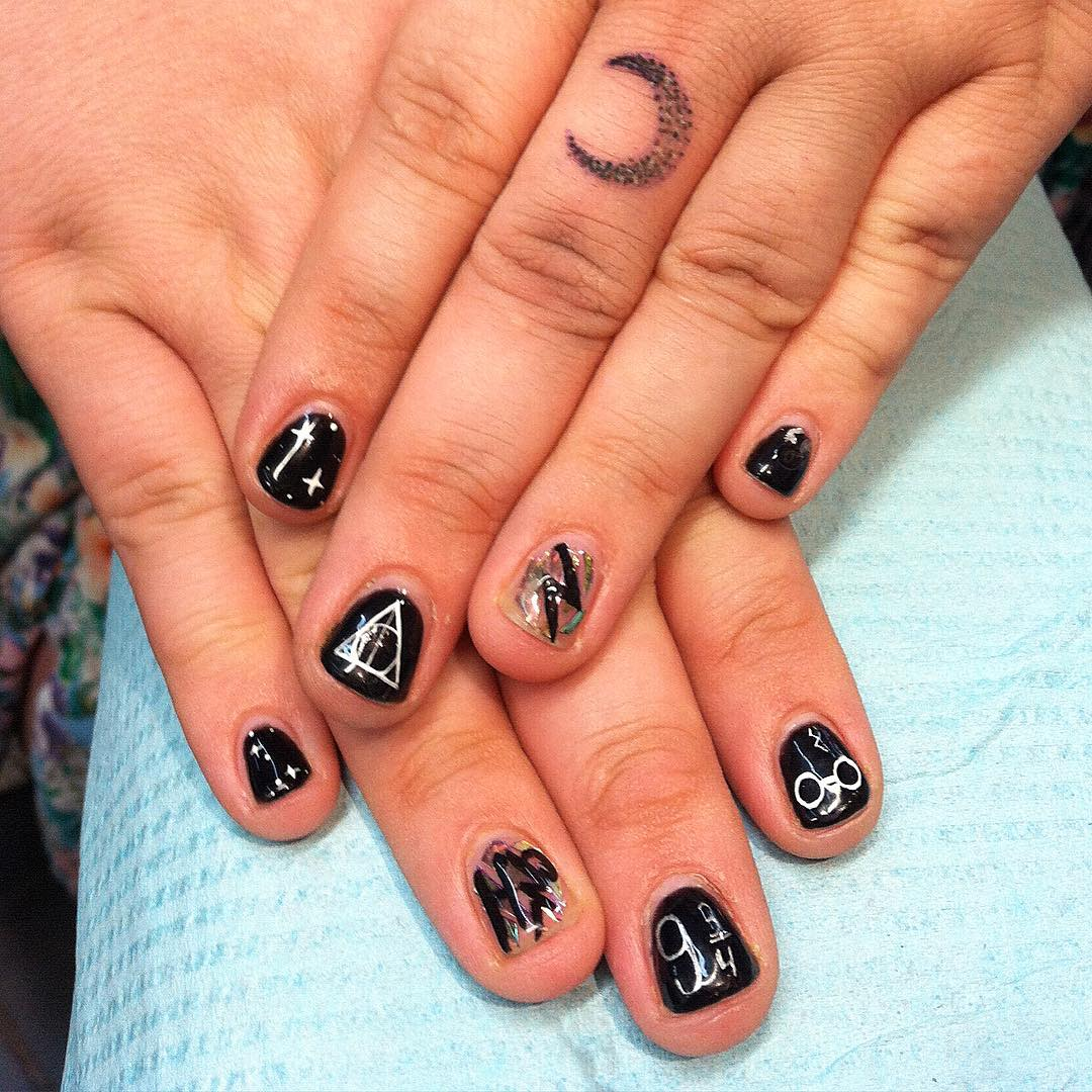 Unique Design Black Nail Art Idea