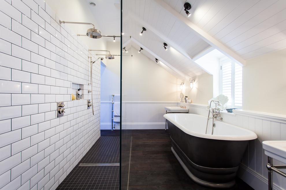 Classy White Tiles Bathroom Mdel