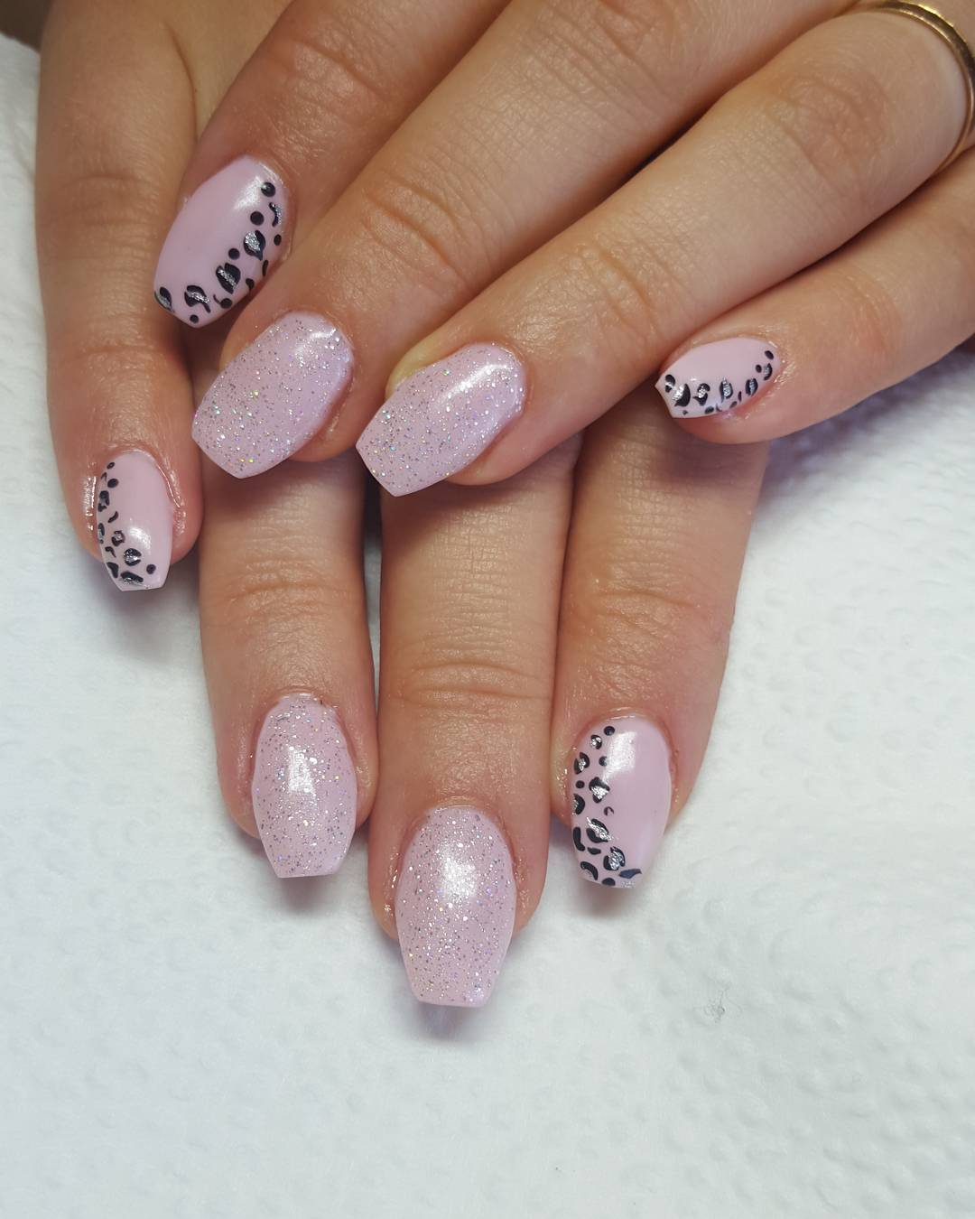 Trendy Design Nail Art Model