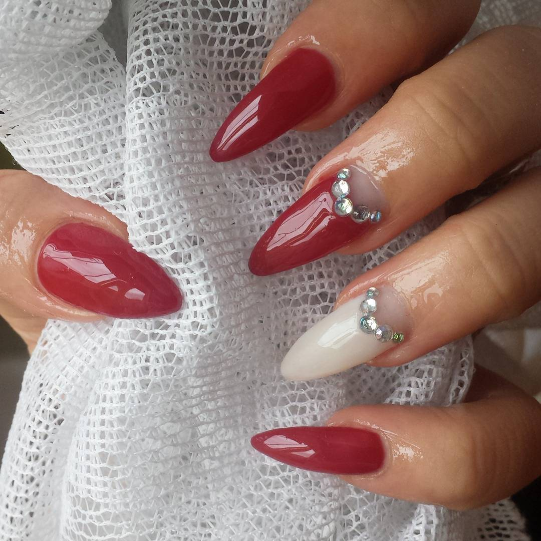 Red And White Nail Design Looks So Pretty