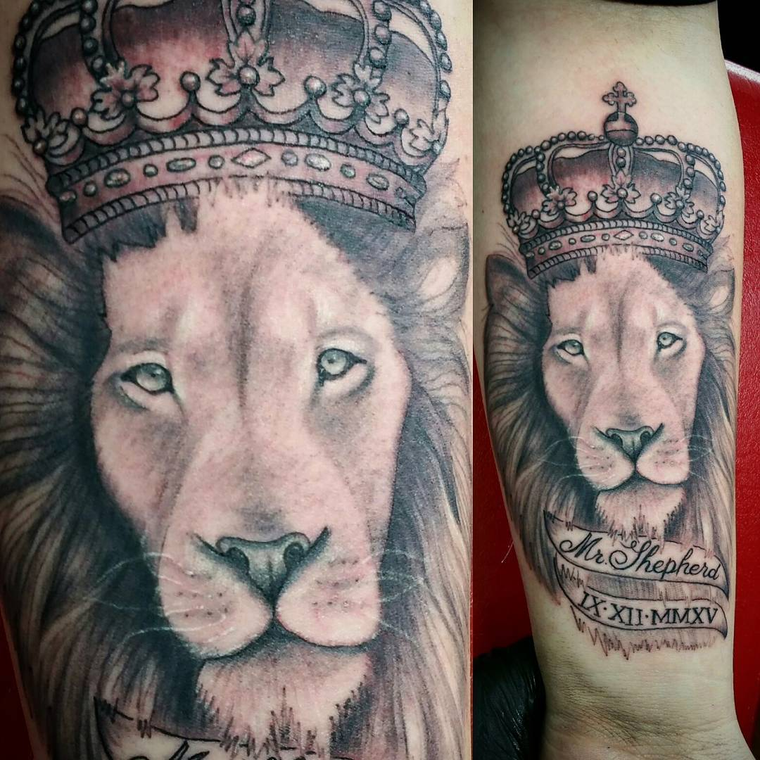 King Lion Hand Tattoo Design