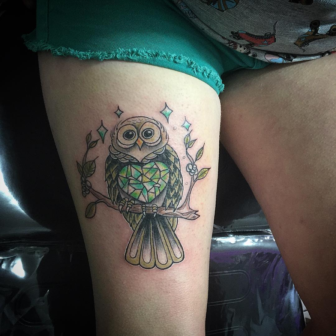 Little Neo Traidtional Owl Tattoo On Thigh