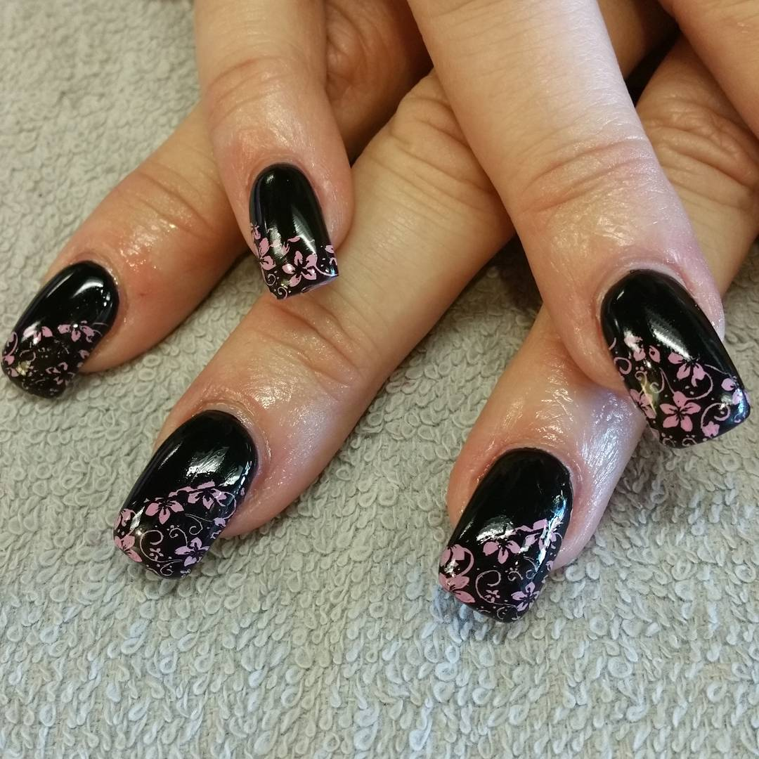 black and pink combination nail art model
