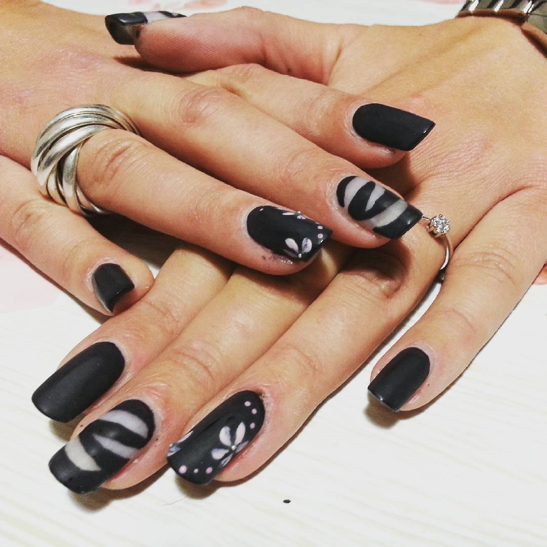 elegant designed black nail art
