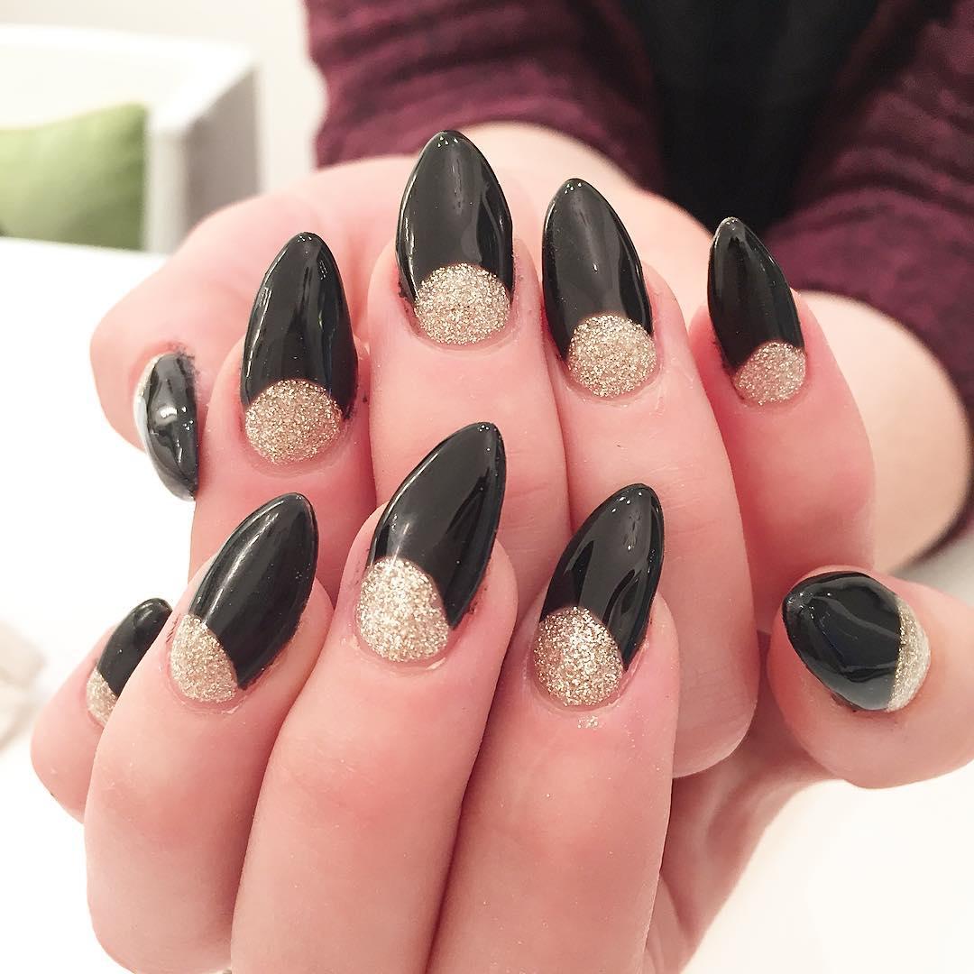 gloden glitter black nail paint