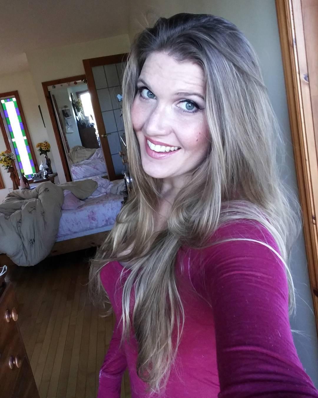 Dark blonde long hairdo