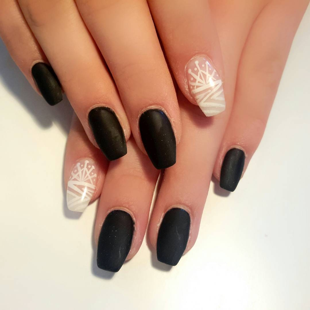 Women Loves Black And White Combination Nails