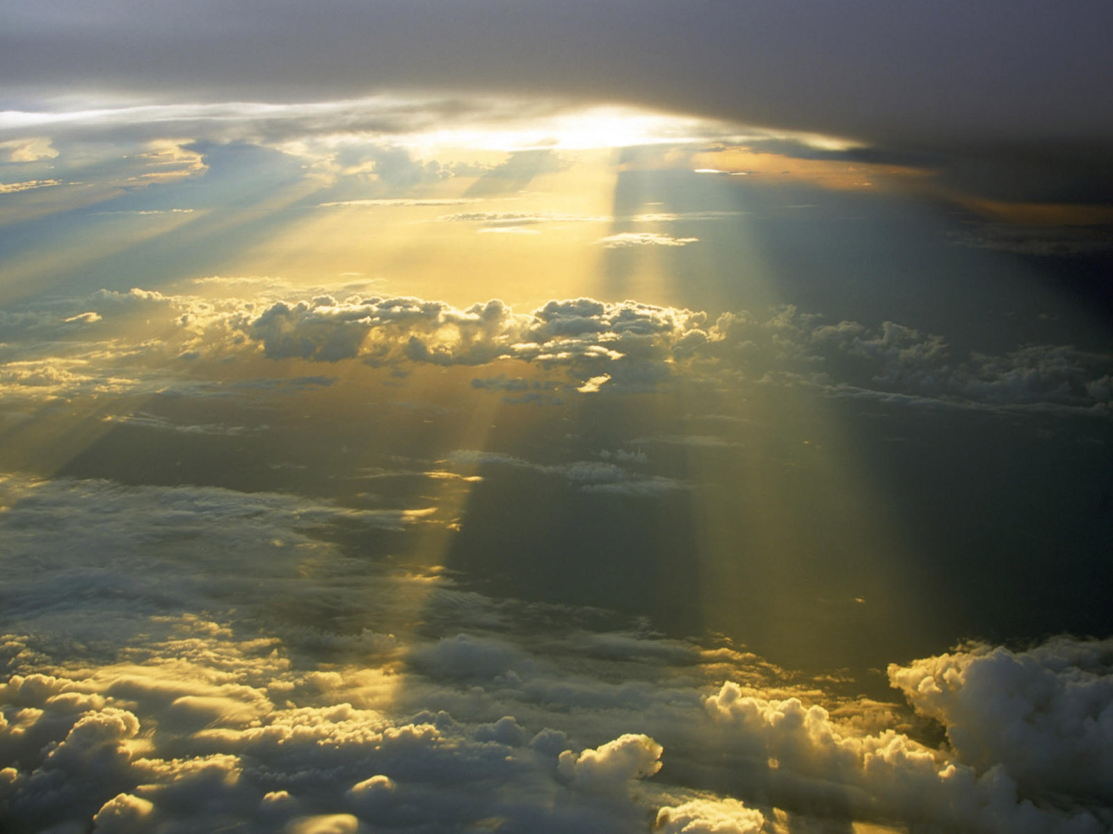 Sunrays and Sky Wallpaper