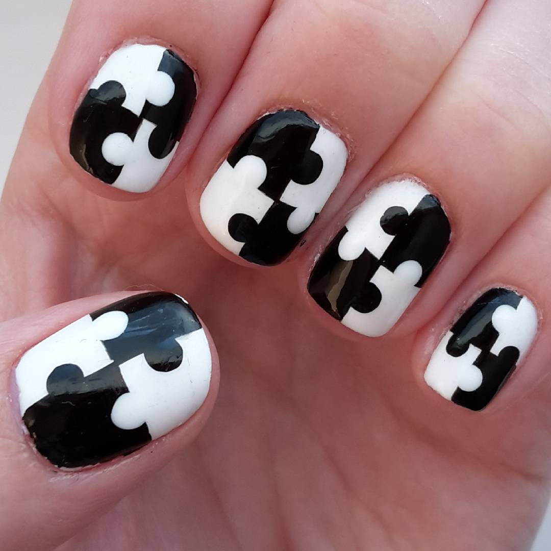 gorgeous black and white combination nail trend