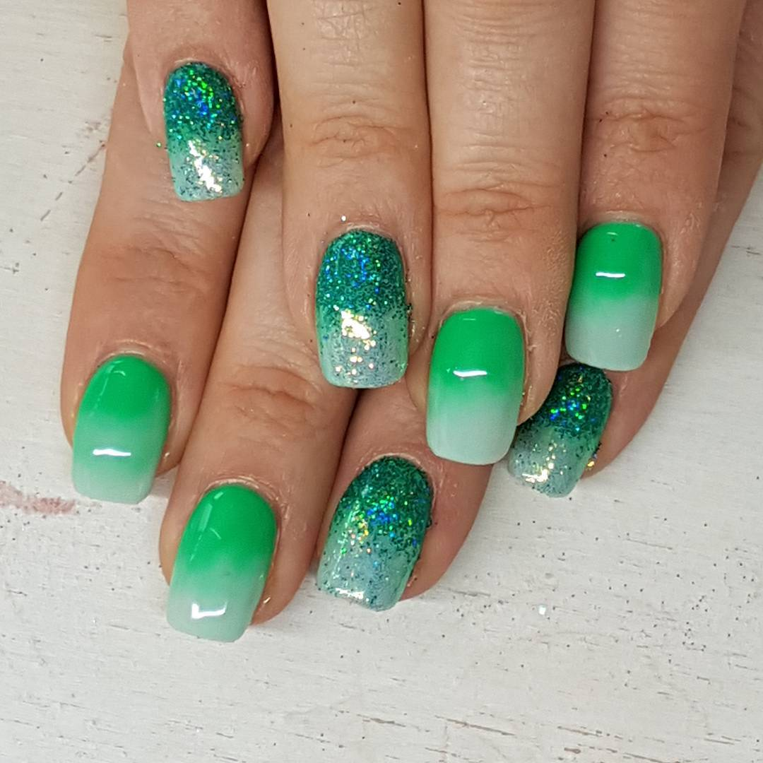 Green Glittering Short Nails