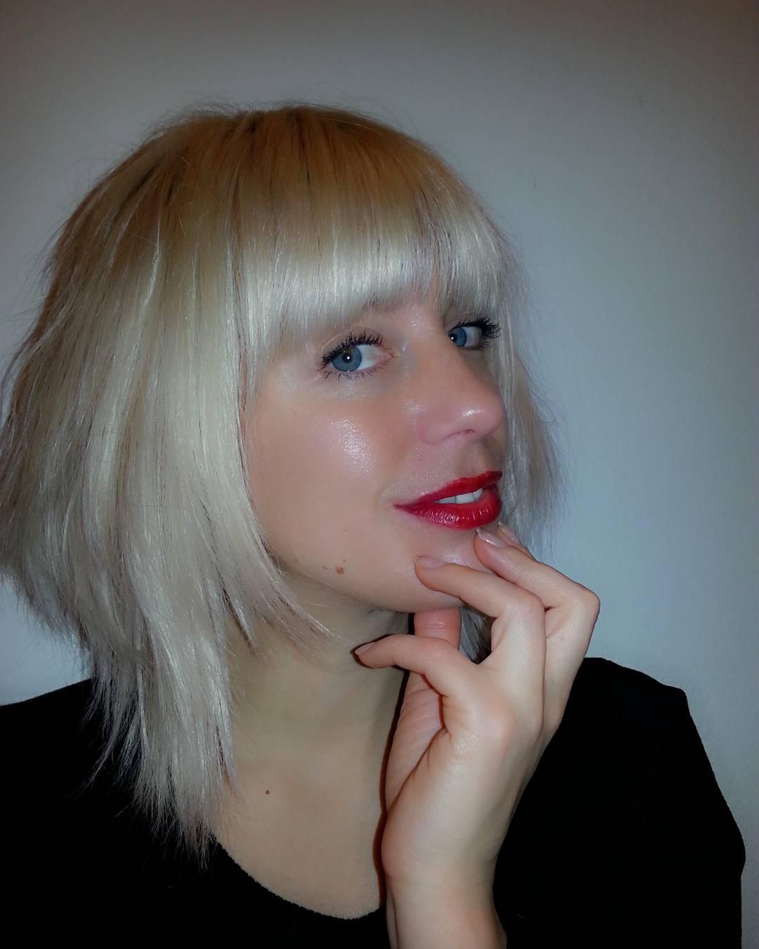 Stylish White Shag Haircut For Girls