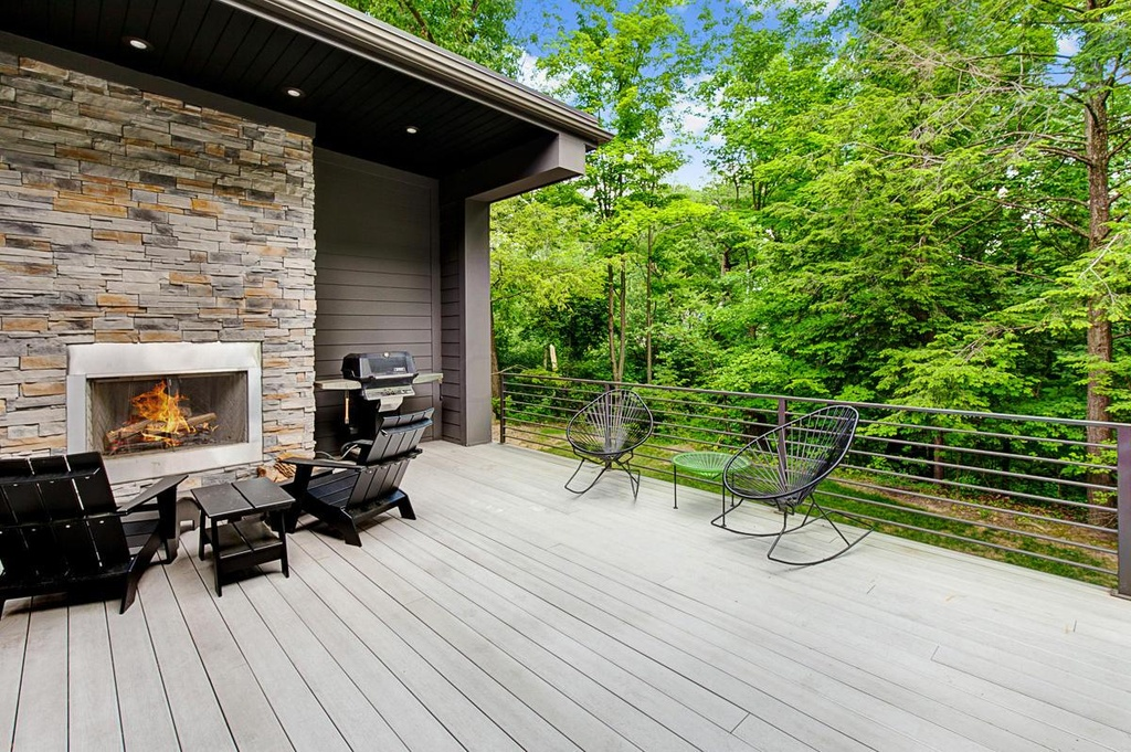 outdoor deck with rail flooring designs