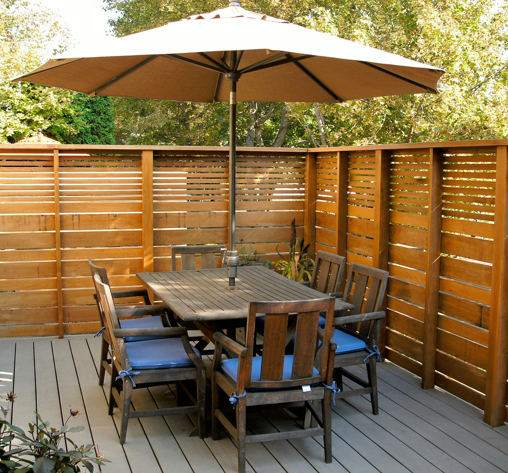 24 modern deck ideas outdoor designs design trends for Backyard patio privacy ideas