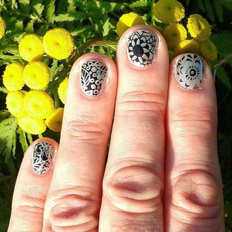 Lovely Nail Art Design For White Hand