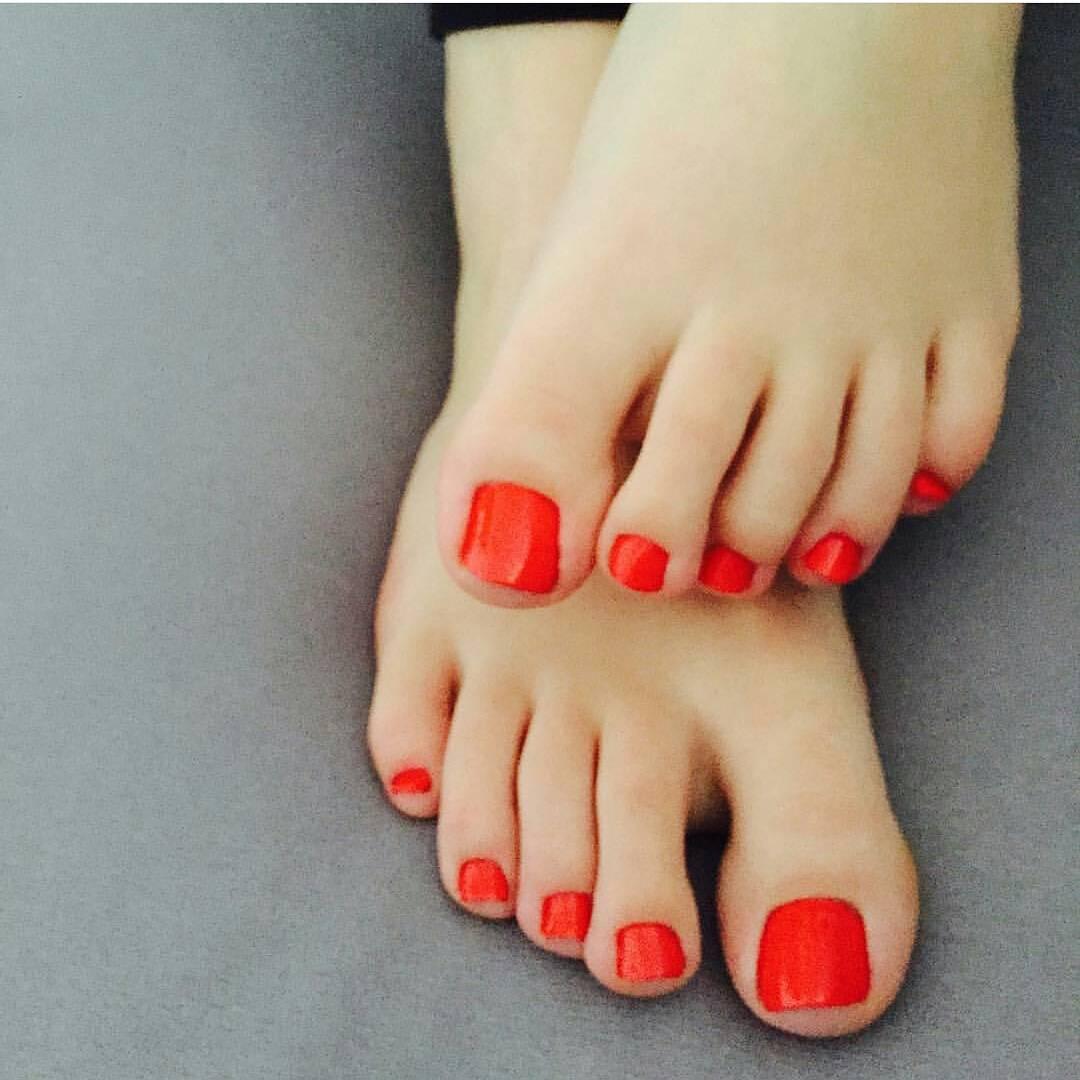 25 red toe nail art designs ideas design trends premium psd toe nail art design model prinsesfo Choice Image