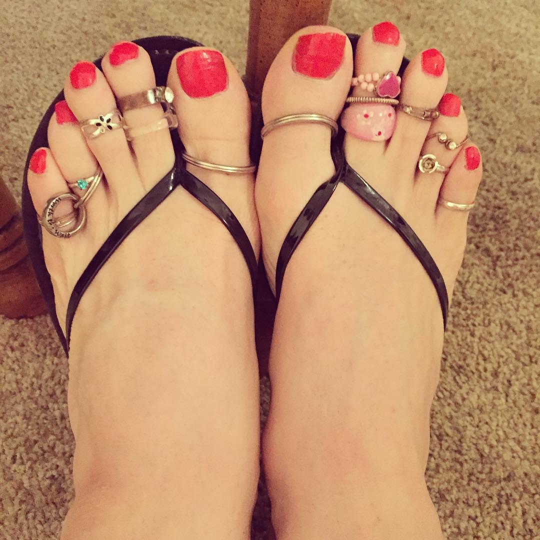Awesome Toe Nail Art Pattern