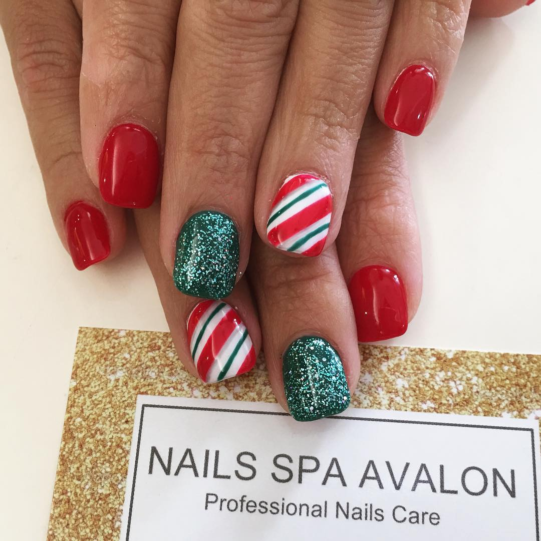 Red And Green Glitter Nail Design For Short Nails