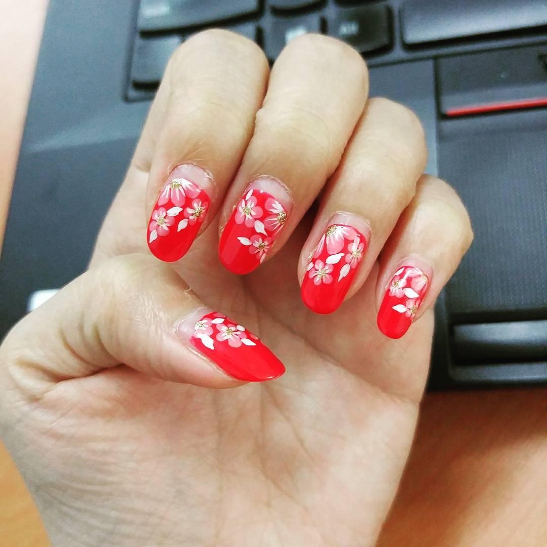 Lovely Flowers Design Nail Art Idea
