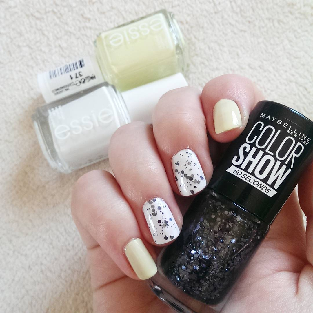 Glittering White Summer Nails