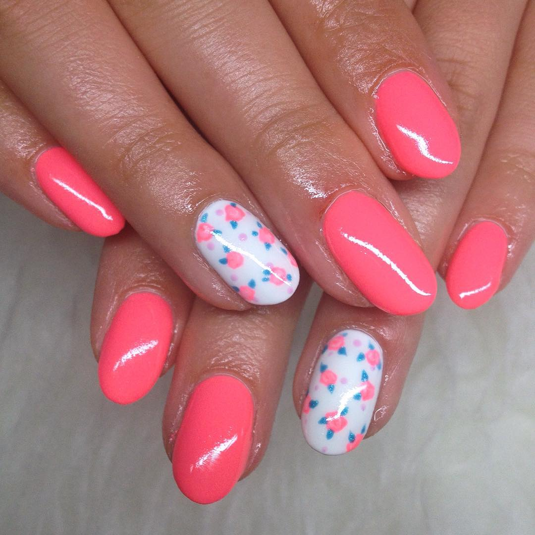 Fabulous Pink Flower White Nails