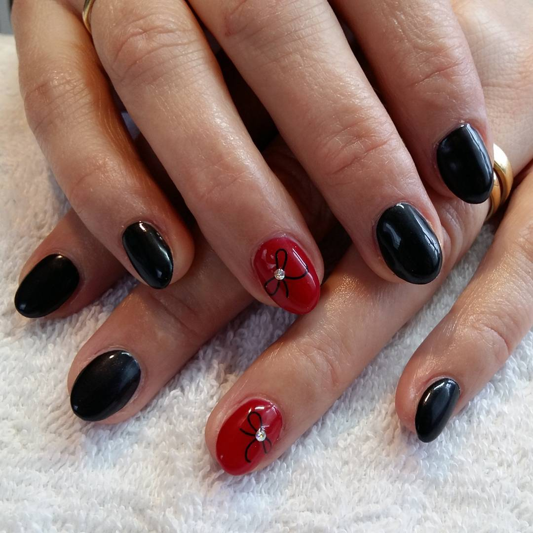 two colored ribbon nail art