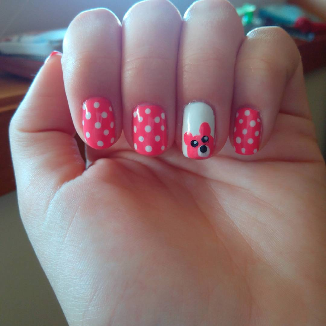 Teddy Pink & White Nail Design