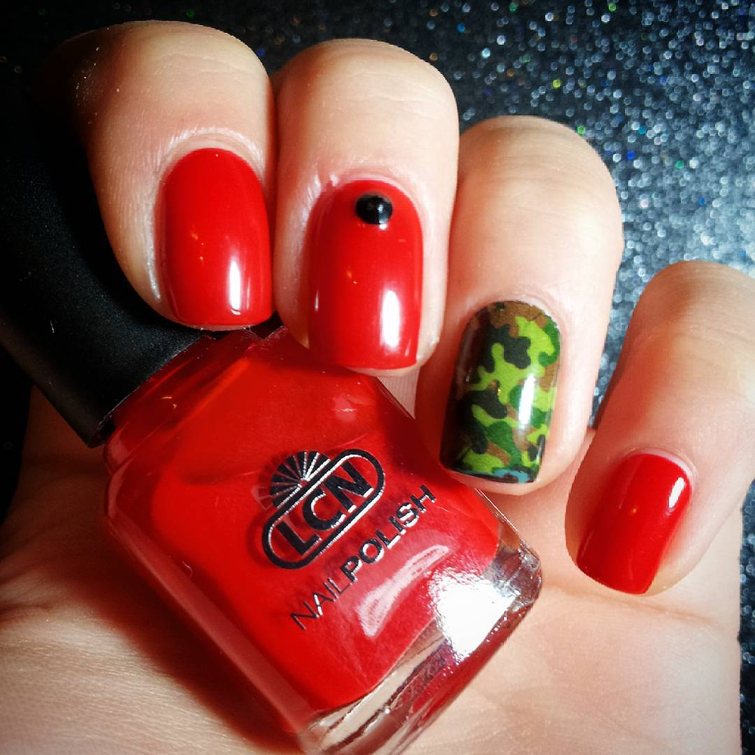 fashionable red nail art designs
