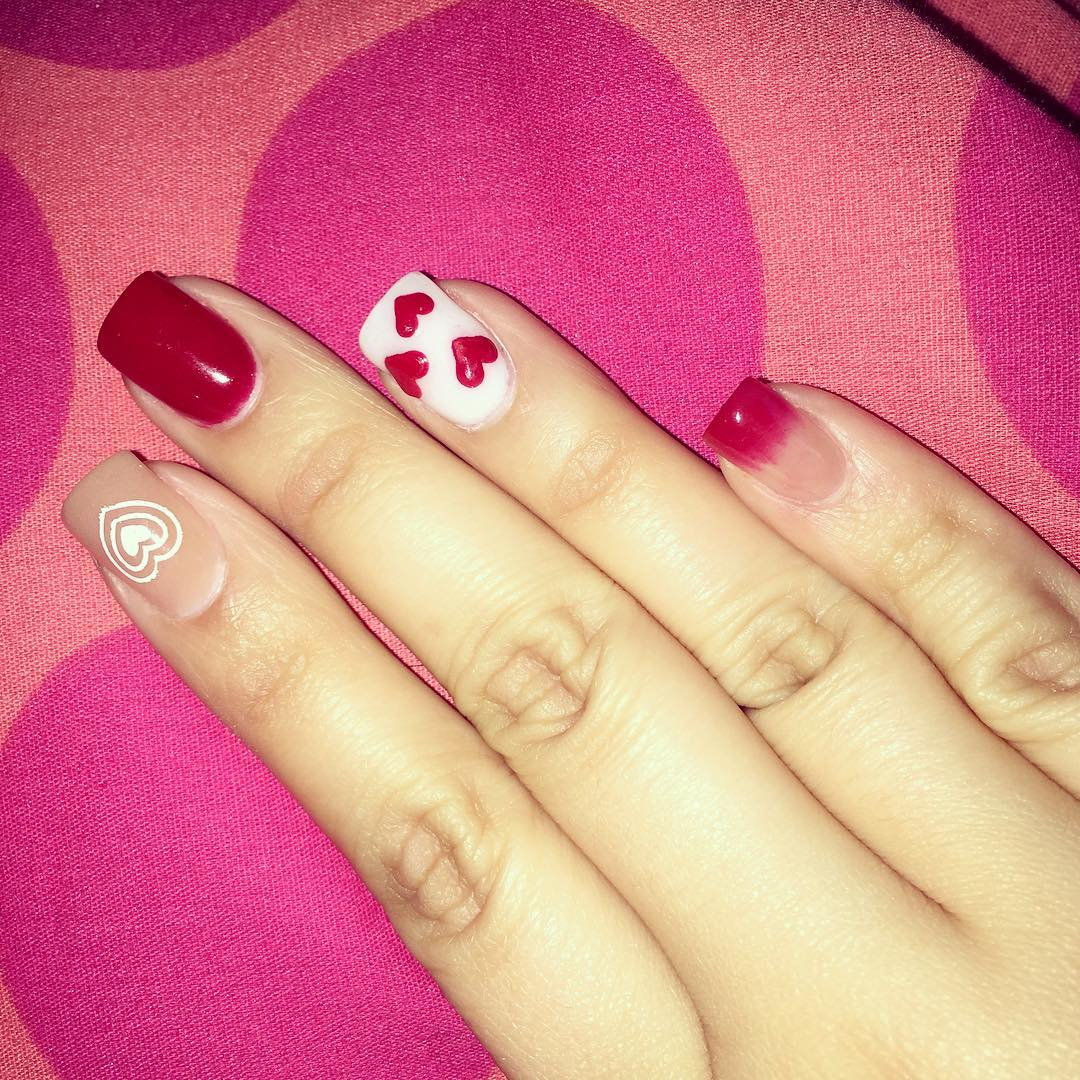 heart shaped design nail art model