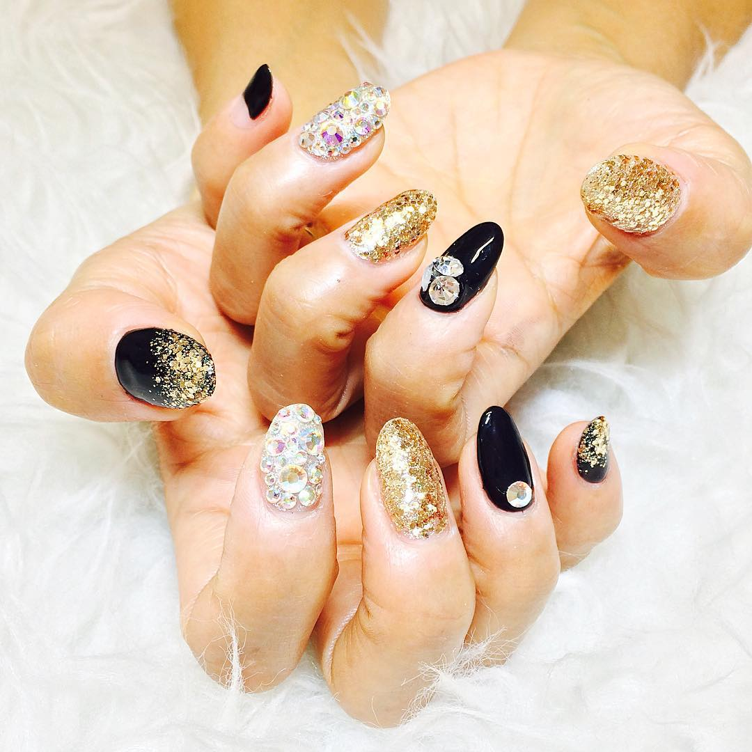 decorated nails with crystals design
