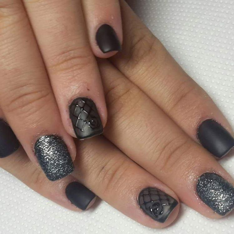 black nails with flower art