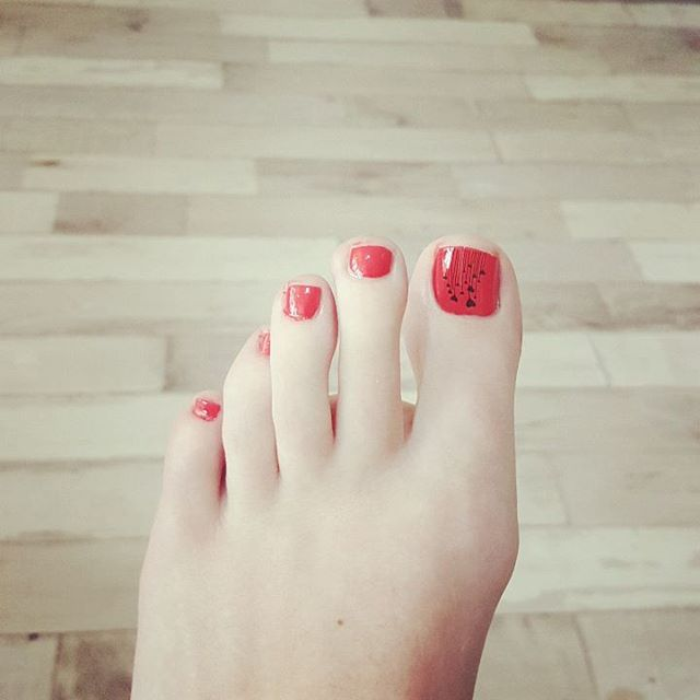 wondrous summer toe nail