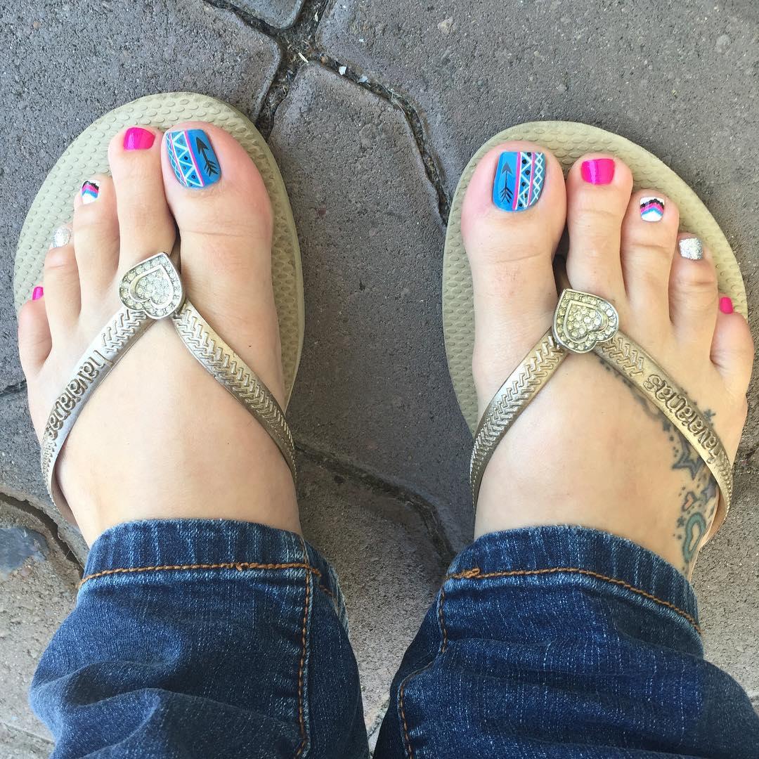 colorful summer toe nails