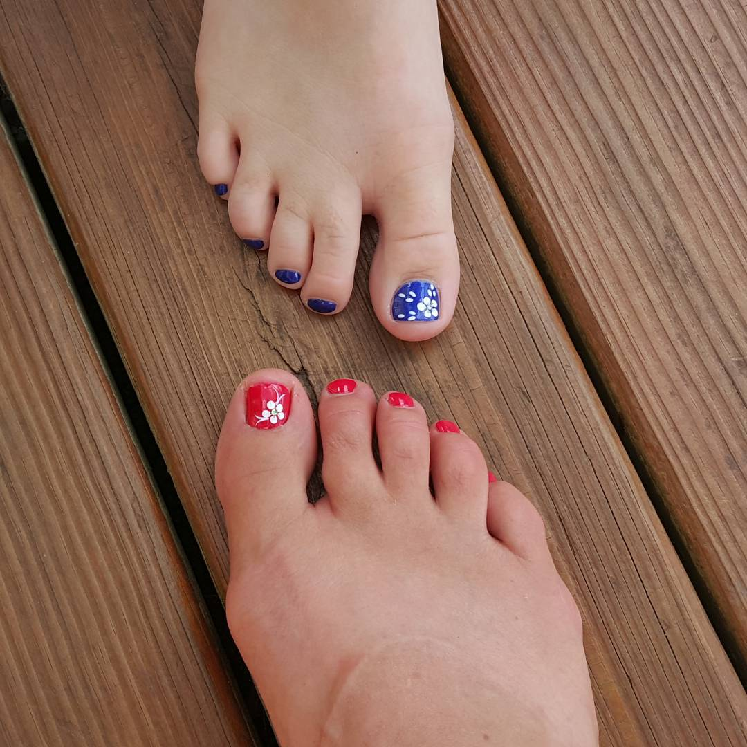 flower summer toe designs