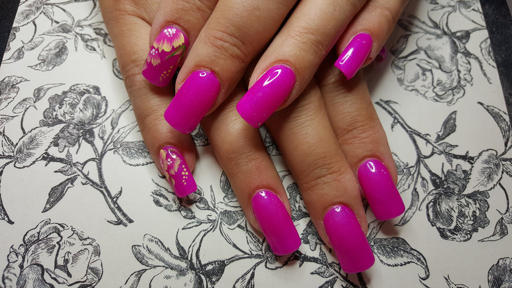 Acrylic Nails Art With Neon Pink.